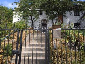 The gate to the vacant property at 800 S. Windsor Boulevard owned by former Los Angeles City Attorney Rocky Delgadillo was left open on June 14th. Photo credit: Sheila Lane